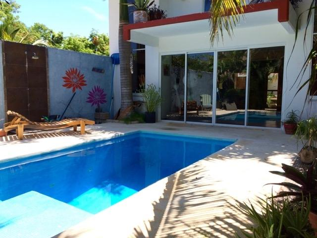 House with wonderful natural lighting and roof deck, La Veleta. – Home