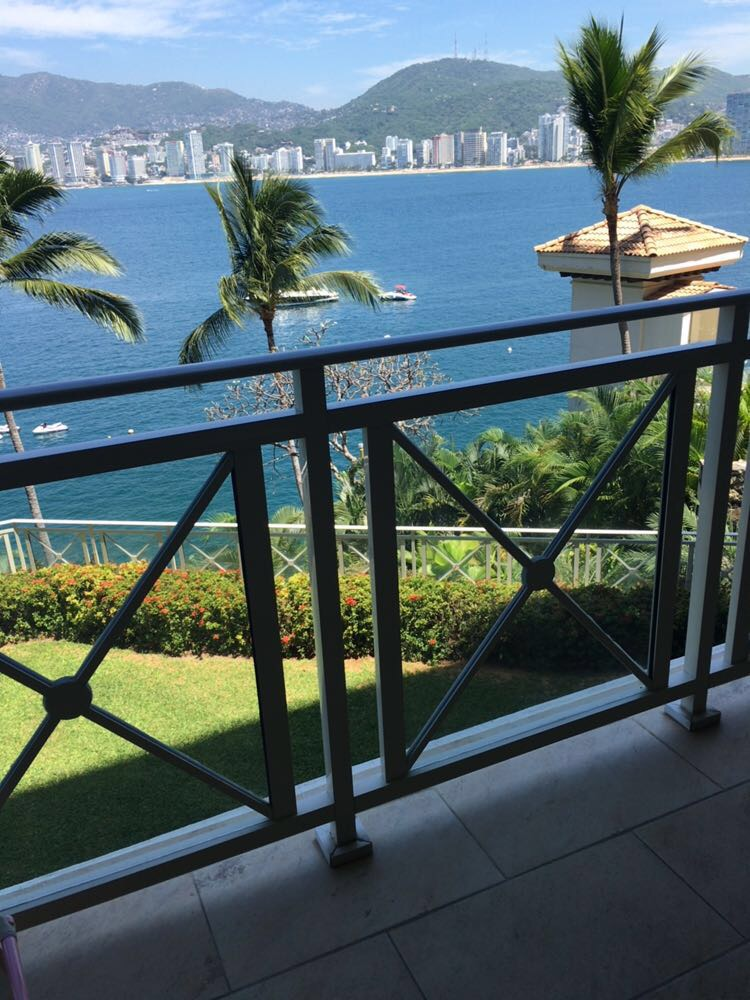 INCREDIBLY WELL-LOCATED 4-BEDROOM CONDO IN ACAPULCO*, Suite 201